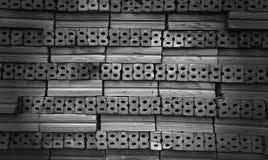Ladrillos para la construcción en blanco y negro Imágenes de archivo libres de regalías