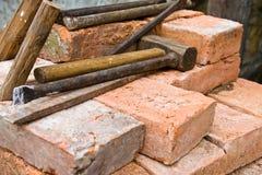 Ladrillos y herramientas Fotografía de archivo libre de regalías