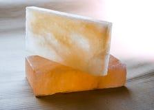 Ladrillos y tejas de la sal de roca Fotos de archivo