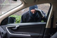Ladrón del coche en la acción Fotos de archivo libres de regalías