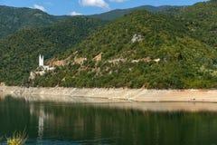 Ladscape avec la forêt verte autour du réservoir de Vacha Antonivanovtsy, montagne de Rhodopes Photos libres de droits