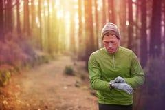 Śladu biegacza tętna monitoru działający zegarek Fotografia Stock