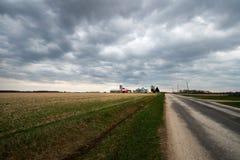 Ladugård för Wisconsin mejerilantgård, landskap royaltyfri foto