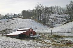 Ladugård i snow Royaltyfri Foto