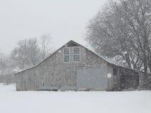 Ladugård i snowen Royaltyfria Bilder