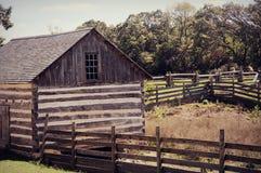 Ladugård med staket royaltyfri foto