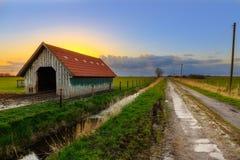 Ladugård nära Dangast på solnedgången Royaltyfria Foton