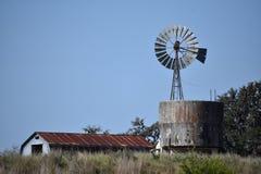 Ladugård och Windmill Fotografering för Bildbyråer