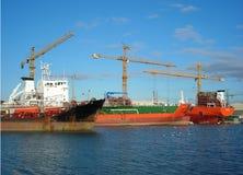 Ladung in der Werft! stockfotos