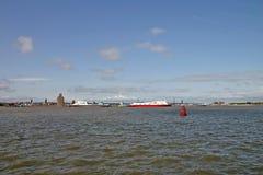 Ladung-Fähre-Lieferungen auf dem Fluss Mersey in Liverpool lizenzfreies stockfoto