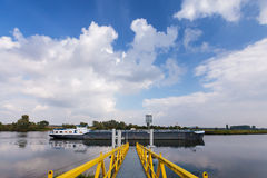 Ladung Riverboat in den Niederlanden stockbilder