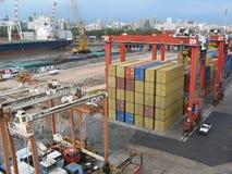 Ladung am Verschiffungshafen Stockbilder
