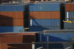 Ladungbehälter im Kanal Lizenzfreies Stockfoto
