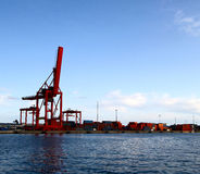 Ladungkran im Kanal Stockfoto