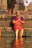 Lady doing prayer in Varanasi Ganges Royalty Free Stock Photos