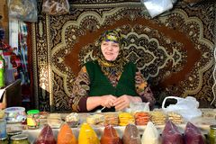 Lady with gold teeth selling spices in front of carpet at market in Baku, capital of Azerbaijan Stock Photos
