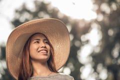 Lady i en hatt Fotografering för Bildbyråer