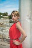 Lady I Röd Fotografering för Bildbyråer