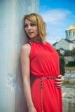 Lady I Röd Arkivfoton
