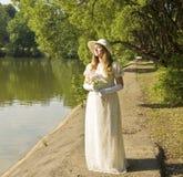 Lady i vit Arkivbilder