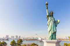Lady liberty juxtaposed against Rainbow Bridge in Tokyo, Japan Stock Image