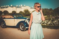 Lady near classic car Royalty Free Stock Photography