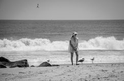 Lady på stranden Royaltyfri Foto