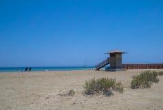 Lady& x27; playa de la milla de s en Limassol, Chipre Imágenes de archivo libres de regalías