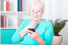 Lady and smartphone Royalty Free Stock Photography