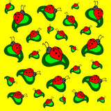Ladybugs στα πράσινα φύλλα στο κίτρινο υπόβαθρο Στοκ φωτογραφία με δικαίωμα ελεύθερης χρήσης