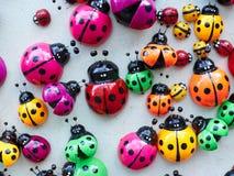 Μέρη των ζωηρόχρωμων ξύλινων ladybugs Στοκ Εικόνες