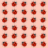 Ladybugs inconsútiles del modelo ilustración del vector