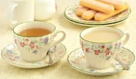 Ladyfingers en thee voor twee royalty-vrije stock foto