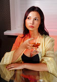 与杯的Ladylove白兰地酒 免版税库存照片