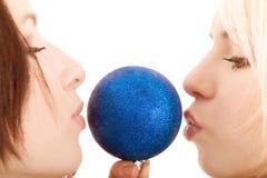 Ladys com uma esfera Foto de Stock Royalty Free