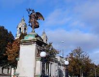 Ladysmith金伯利和香港大会堂,加的夫,威尔士,英国雕象  免版税库存图片