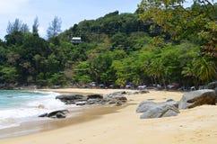 Laem canta la playa en la isla de Phuket imágenes de archivo libres de regalías
