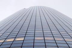 Laförsvarkontor står högt blinda fasader i Paris affärsområde Arkivfoto