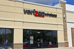 Lafayette, ADENTRO - circa julio de 2016: Ubicación de la venta al por menor de Verizon Wireless Verizon es una de las compañías  Fotos de archivo libres de regalías