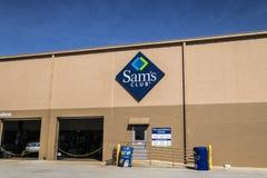 Lafayette - cerca do abril de 2017: Logotipo e Signage do armazém do clube do ` s de Sam O clube do ` s de Sam é uma loja da soci Fotografia de Stock