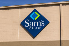 Lafayette - circa abril de 2017: Logotipo y señalización de Warehouse del club del ` s de Sam El club del ` s de Sam es una tiend Imagenes de archivo