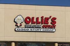 Lafayette - circa abril de 2017: Mercado del negocio del ` s de Ollie El ` s de Ollie lleva una amplia gama de mercancía III de l imágenes de archivo libres de regalías