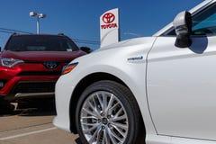 Lafayette - Circa April 2018: Toyota-Auto en het Embleem en Signage van SUV Toyota is het vijfde - grootste bedrijf in de wereld  Stock Afbeelding