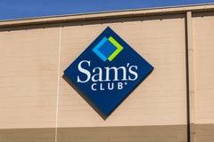 Lafayette - Circa April 2017: Van het de Clubpakhuis van SAM ` s het Embleem en Signage De Club van SAM ` s is een lidmaatschapso stock afbeeldingen