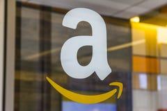 Lafayette - circa febbraio 2017: Deposito di Amazon a Purdue I clienti di un deposito del mattone-e-mortaio possono ricevere i pr Fotografia Stock