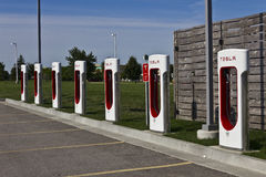 Lafayette, IN - Circa July 2016: Tesla Supercharger Station. The Supercharger offers recharging of electric vehicles VIII Stock Photos