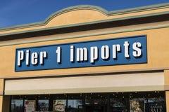 Lafayette - Około Kwiecień 2017: Mola 1 importy Sprzedają detalicznie paska centrum handlowego lokację Mola 1 importów Domowi meb Zdjęcie Royalty Free