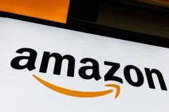 Lafayette - Około Lipiec 2018: Amazonka sklep przy Purdue Moździerza sklepu klienci mogą otrzymywać produkty od amazonki com VII obraz royalty free