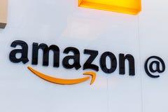Lafayette - Około Luty 2018: Amazonka sklep przy Purdue Moździerza sklepu klienci mogą otrzymywać produkty od amazonki com obrazy stock