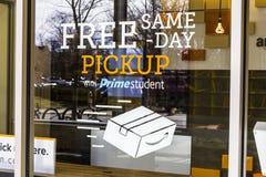 Lafayette - Około Luty 2017: Amazonka sklep przy Purdue Moździerza sklepu klienci mogą otrzymywać produkty od amazonki com Ja Obraz Royalty Free